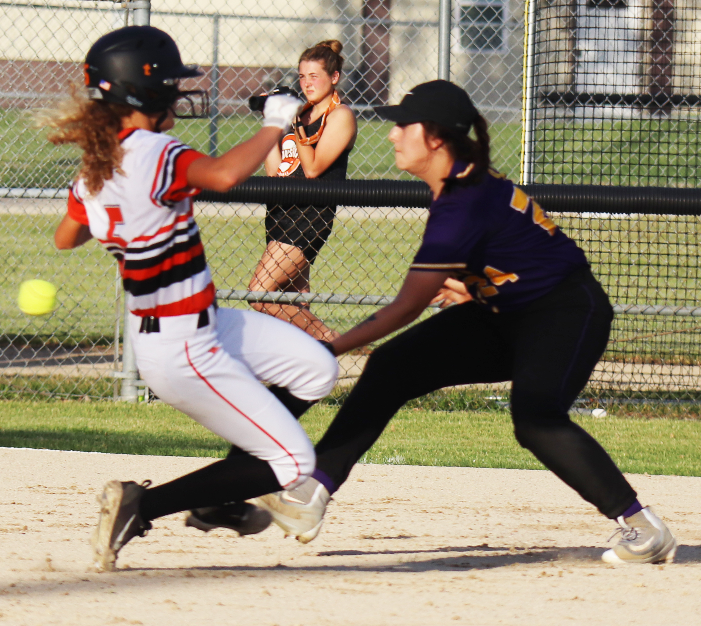 Comets rout Huskies, 15-0, while improving to 16-0