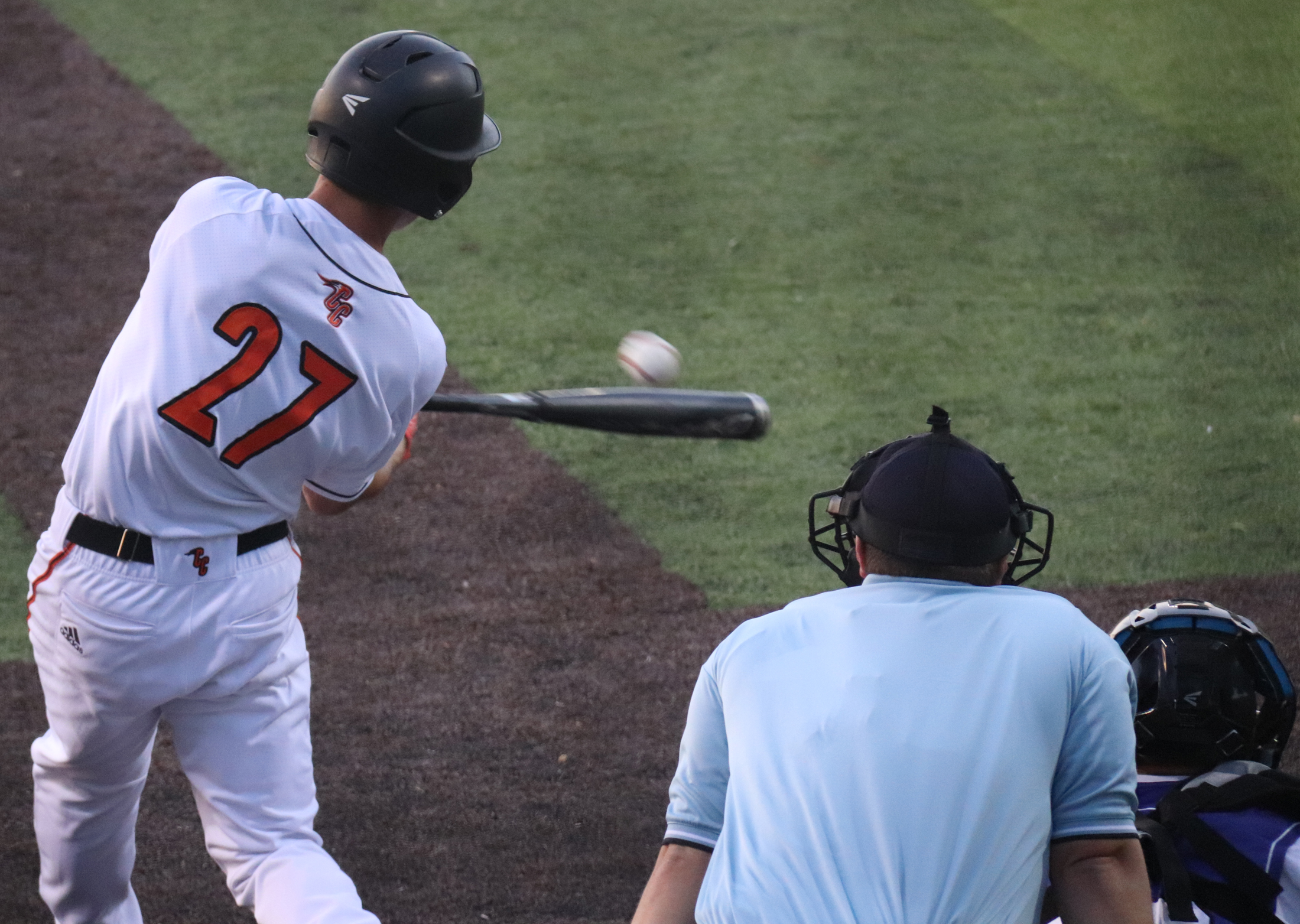 Wolverines rally to defeat Comets, 12-11, in extra innings