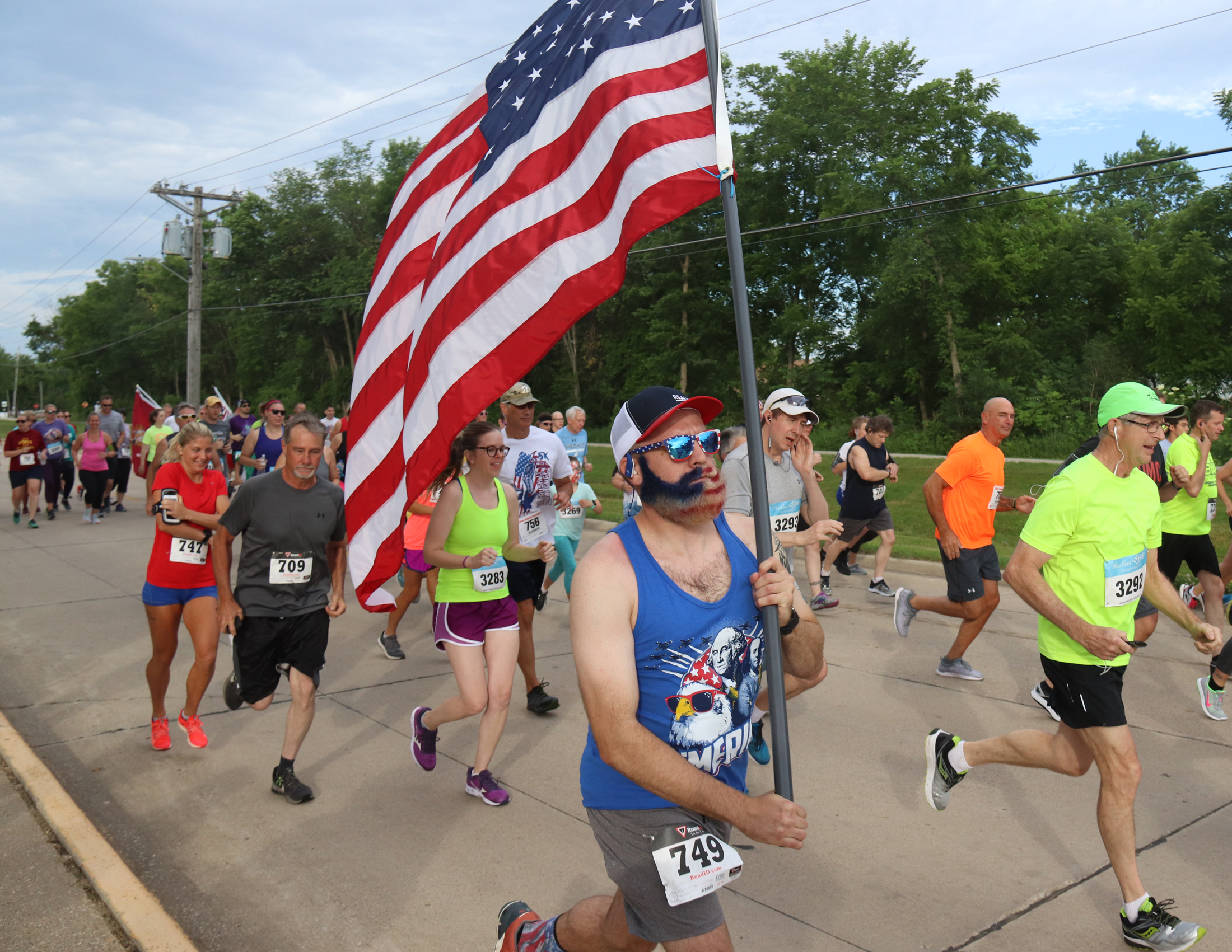 Flag Wave of Runners at CW Firecracker 5K/5M