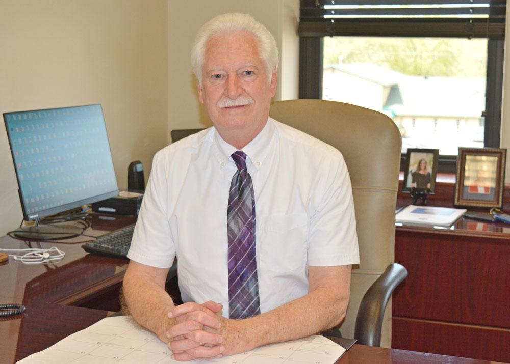 Retirement card shower for former Charles City city administrator