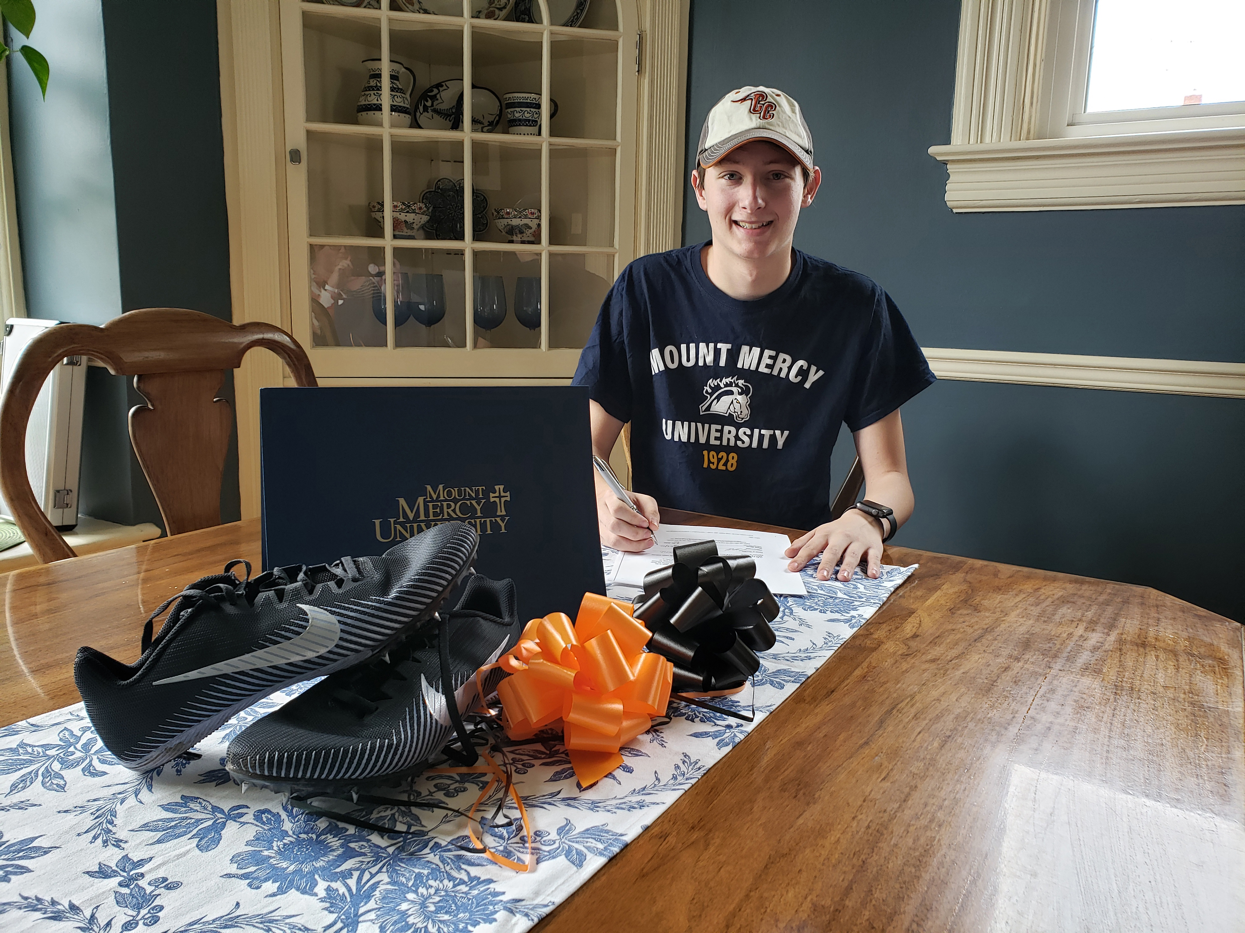 Maxwell Deeter signs to run with Mount Mercy Mustangs
